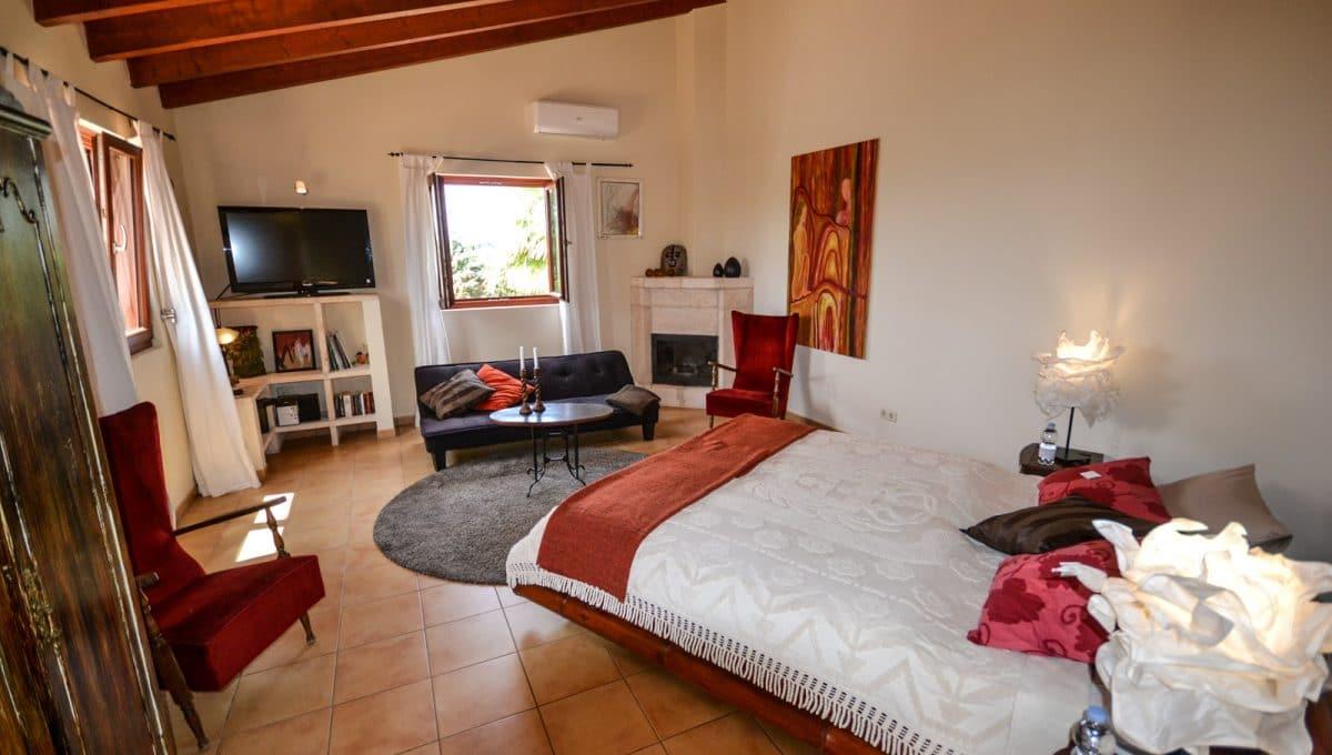 Schlafzimmer mit Kamin Felanitx