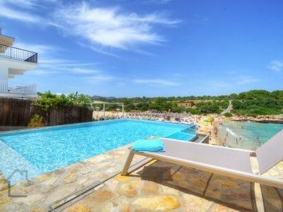 Infinity pool Villa direkt am Strand in Portocolom