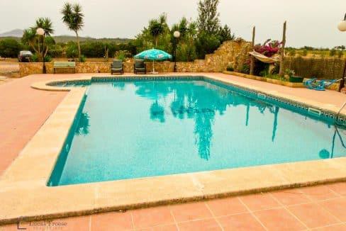 finca-felanitx-pool-terrasse-garten