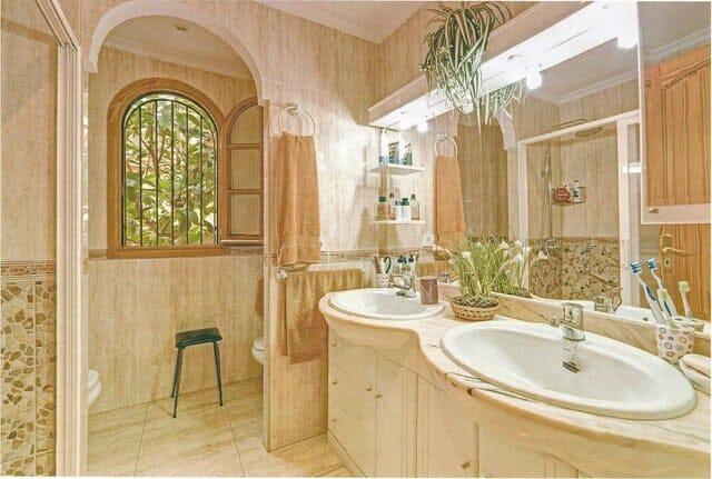 Marratxi-Chalet-Doppelhaushälfte-Badezimmer