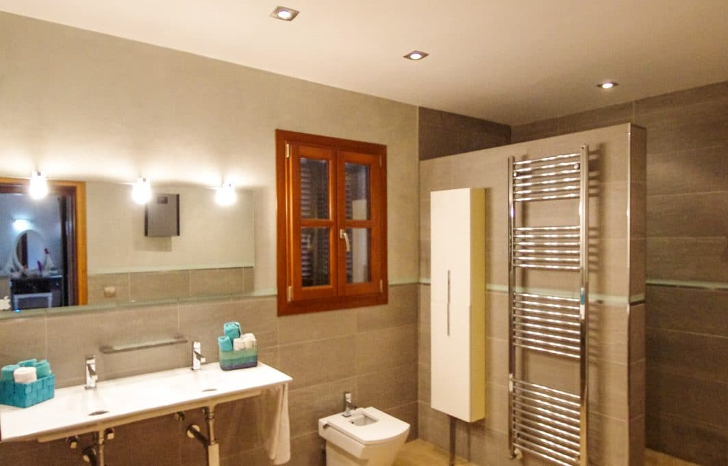 Neubau Finca mit Swimmingpool Badezimmer