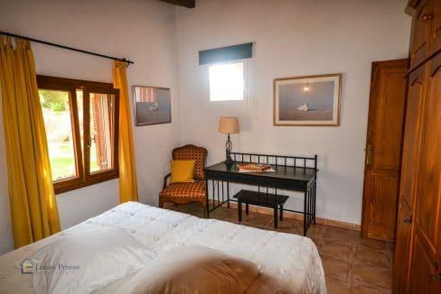 villa-spanien-hauskauf-investition-schlafzimmer-gästehaus