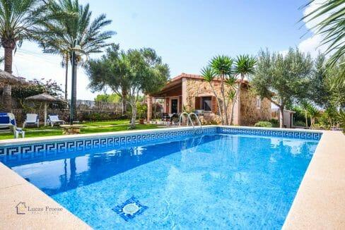 villa-spanien-hauskauf-investition-pool-gästehaus-vermietung