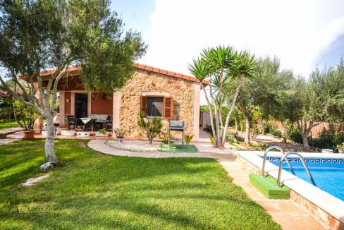villa-spanien-hauskauf-investition-garten-vermietung