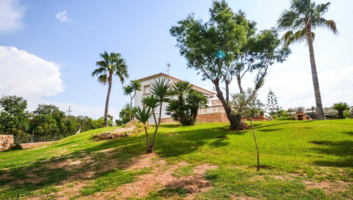 villa-spanien-hauskauf-investition-anwesen-garten
