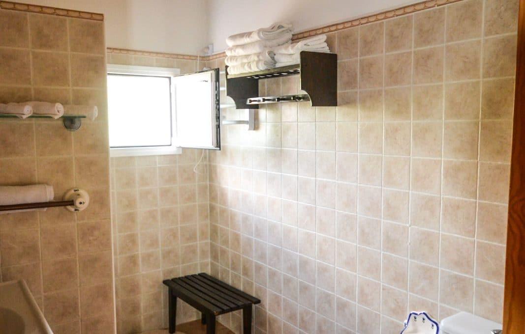 villa-spanien-hauskauf-investition-badezimmer