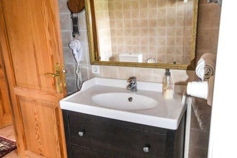 villa-spanien-hauskauf-investition-badezimmer-gästehaus