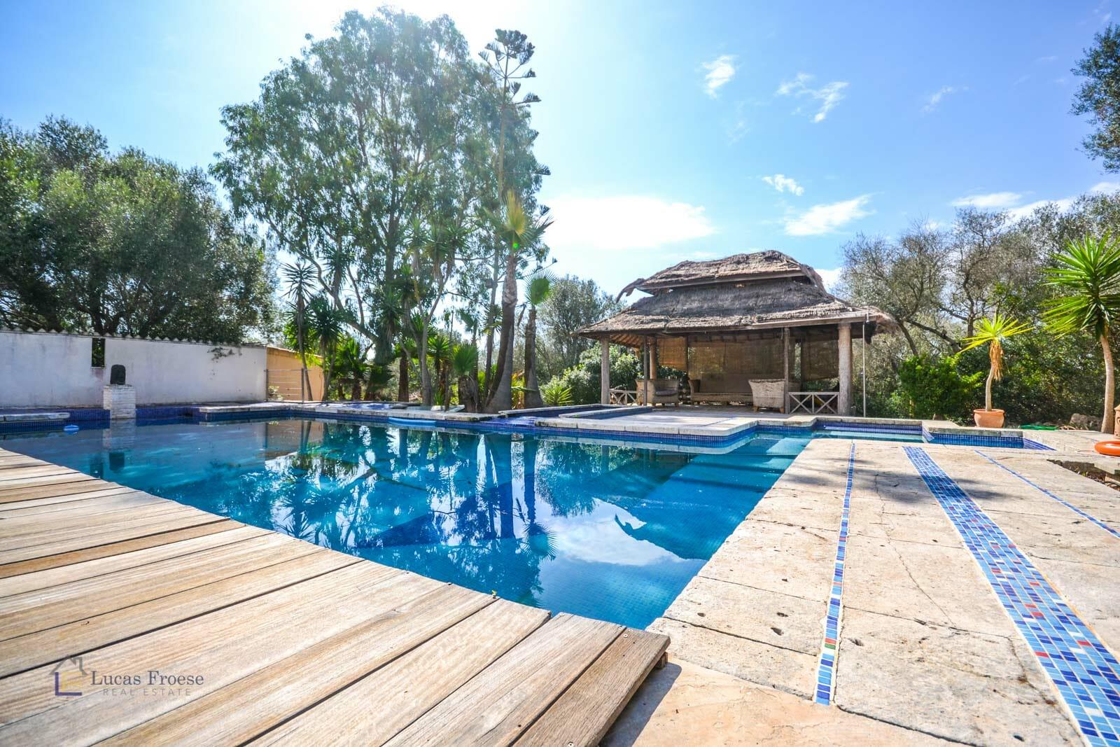Idyllische Finca mit Swimmingpool und Jacuzzi in Santanyi