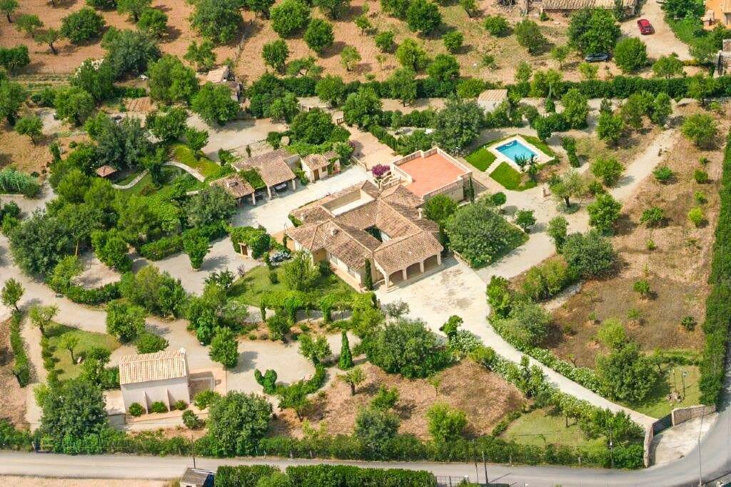 Grosses Anwesen mit eigener Kapelle in Consell