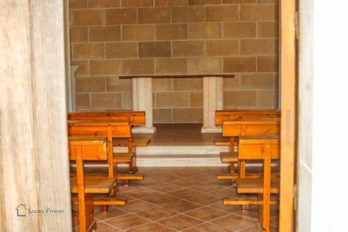 Mallorca-Consell-Finca-Kapelle-Sitzbänke