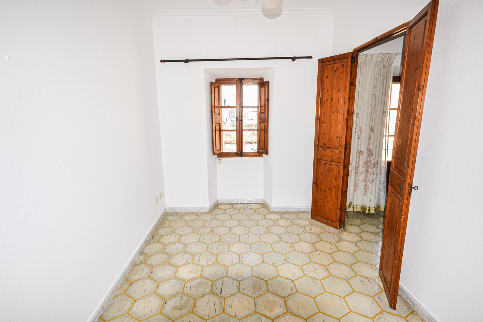 SOLD – Townhouse on different levels with garden and patio in Felanitx