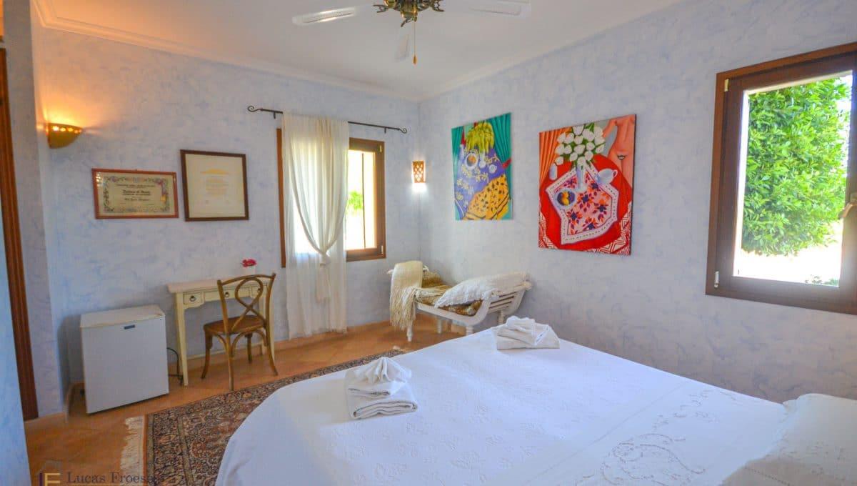 Finca S'horta Schlafzimmer mit Ventilator