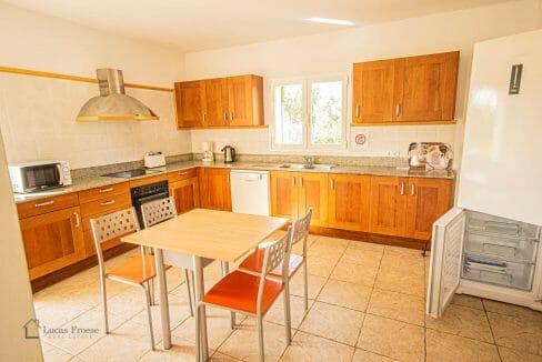 lf0085-finca-calonge-2-etagen-grosse-küche