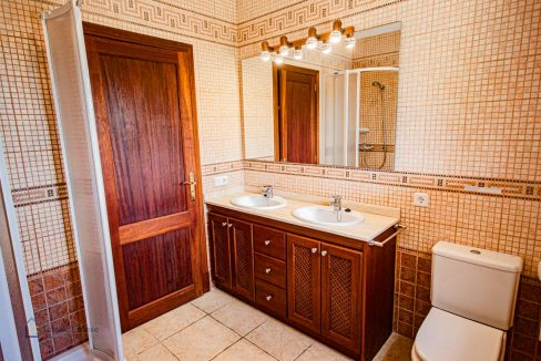 lf0085-finca-calonge-2-etagen-doppel-badezimmer