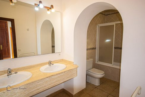 lf0085-finca-calonge-2-etagen-doppel-bad-dusche