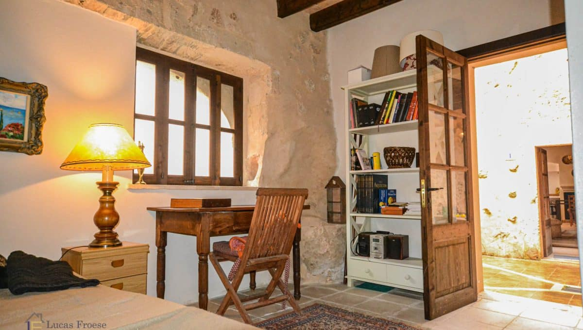 Haus-Dorf-Stadt-Porreres-Mallorca-2-Eingänge