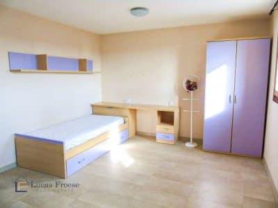 Grosses Schlafzimmer mit Einbauschrank
