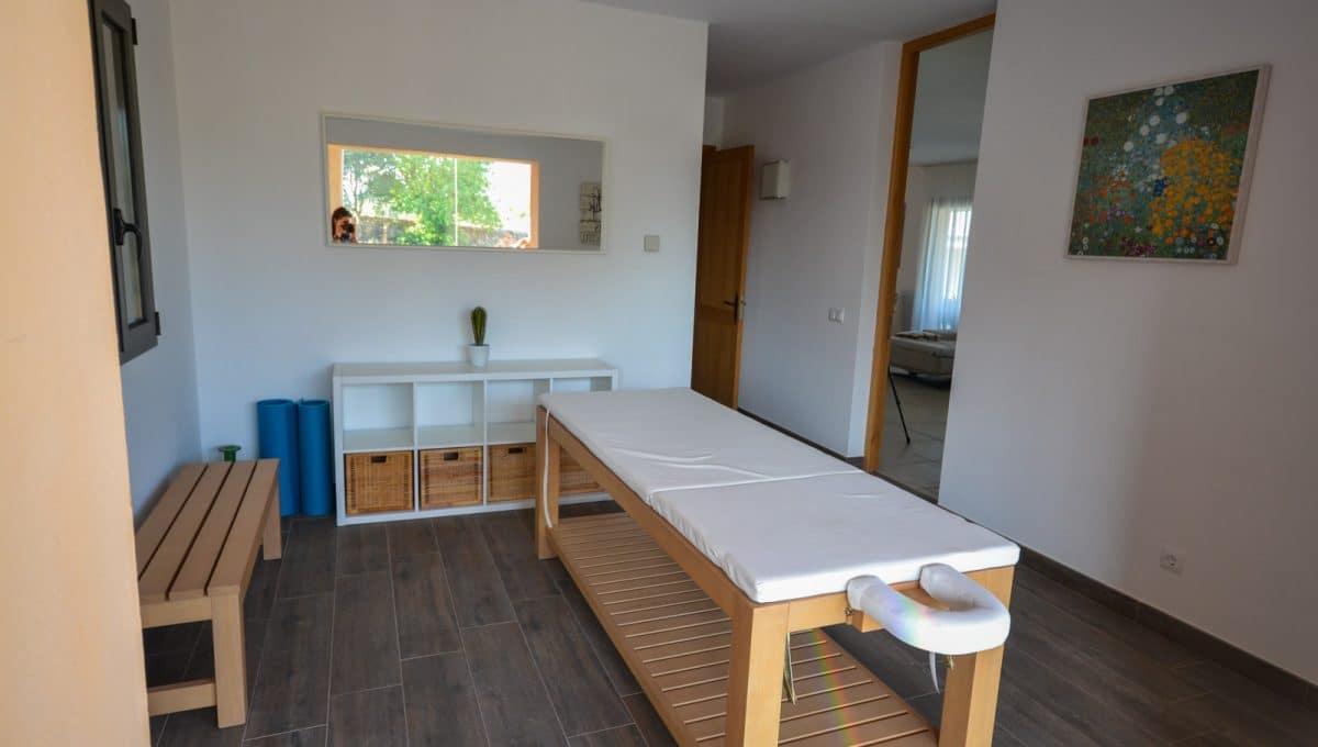 Bequemes Massagebett in Wellnessbereich Felanitx