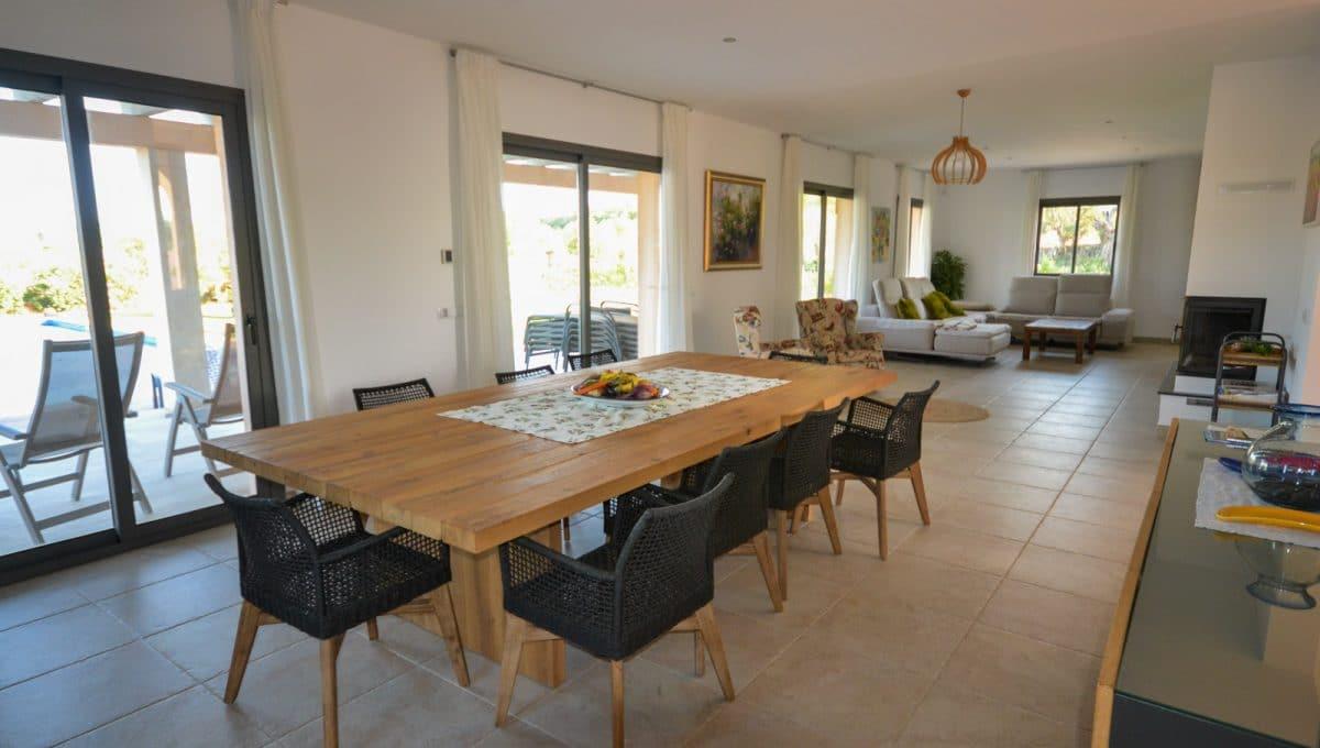 Geräumiges Wohnzimmer mit Großer Tisch Felanitx