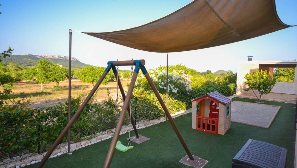 Lustiges Kinderspiel in der Garten Felanitx