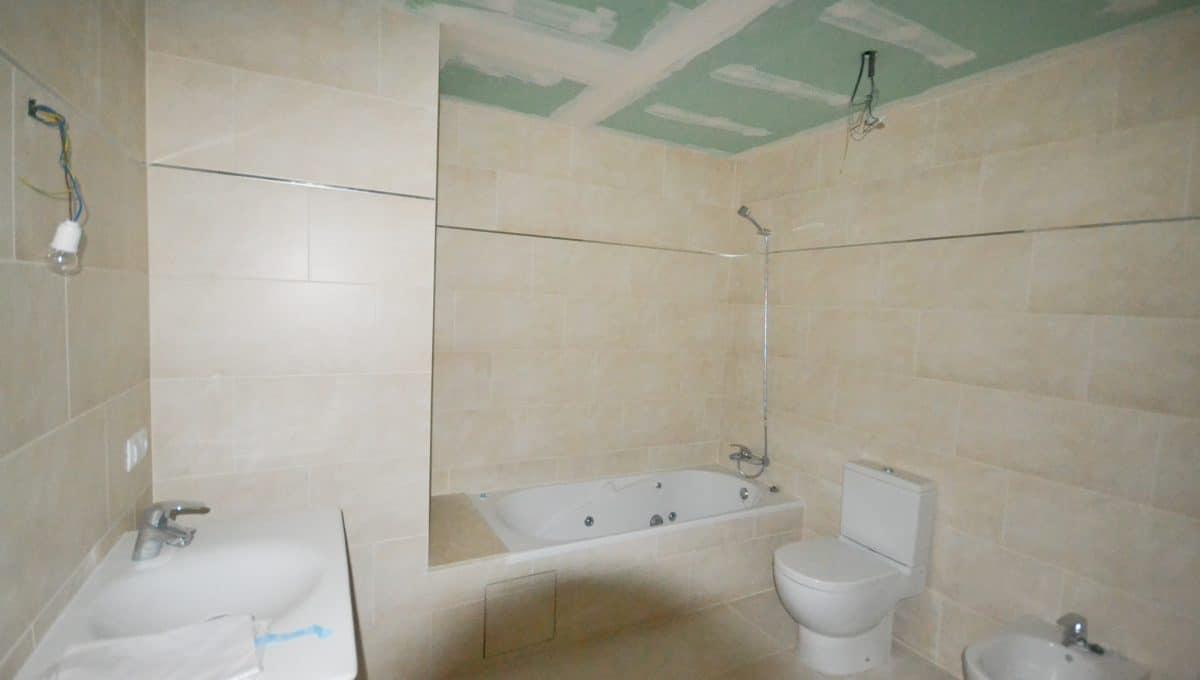 Neues und weites Badezimmer mit Hydromassagebadewanne Felanitx