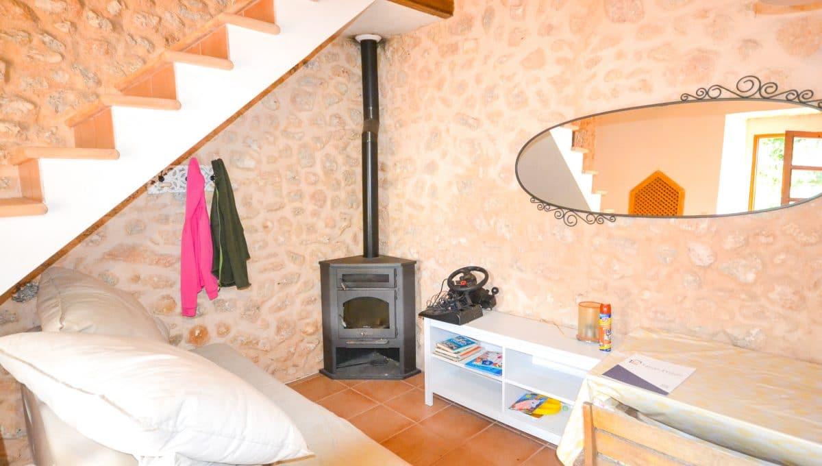 Helles Wohnzimmer mit Kamin Landhaus Felanitx Mallorca