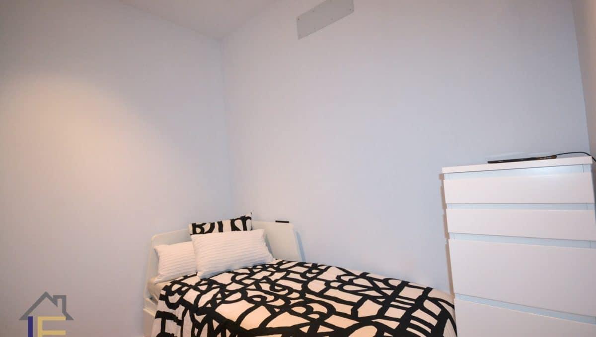 schönes Schlafzimmer mit Heizung
