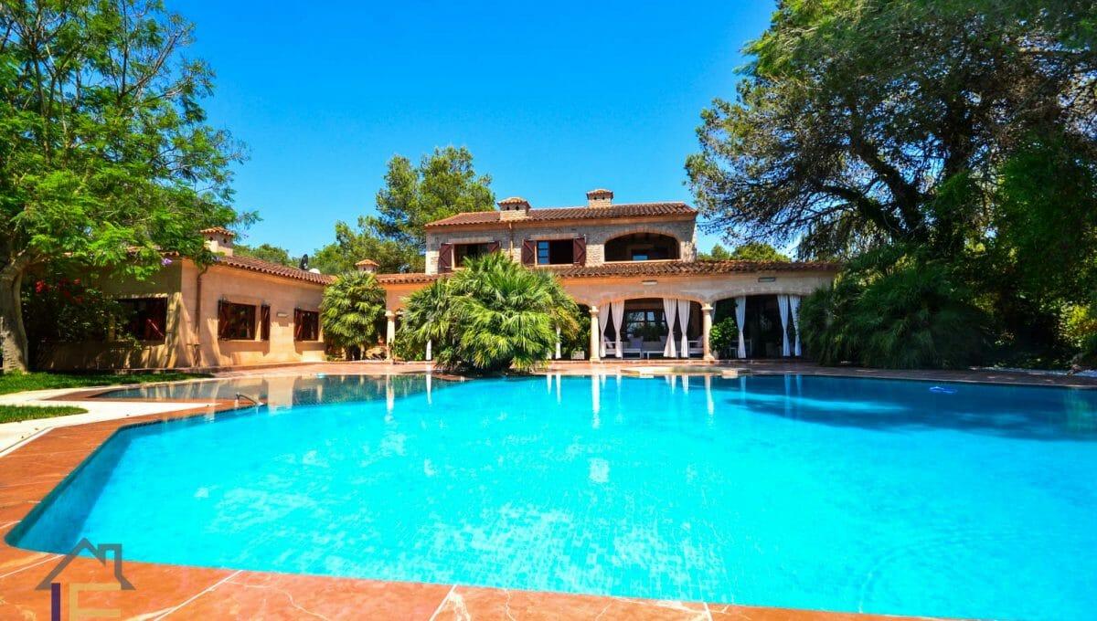 Blick auf das Haus vom Pool