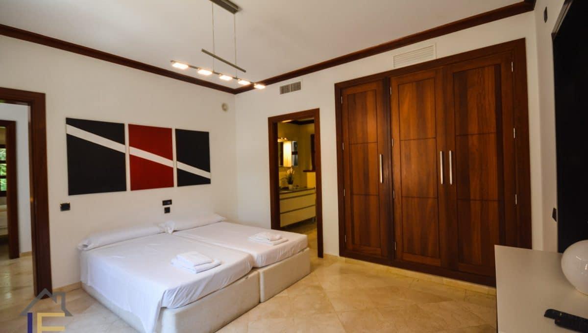 Doppelzimmer mit Bad und Fernseher