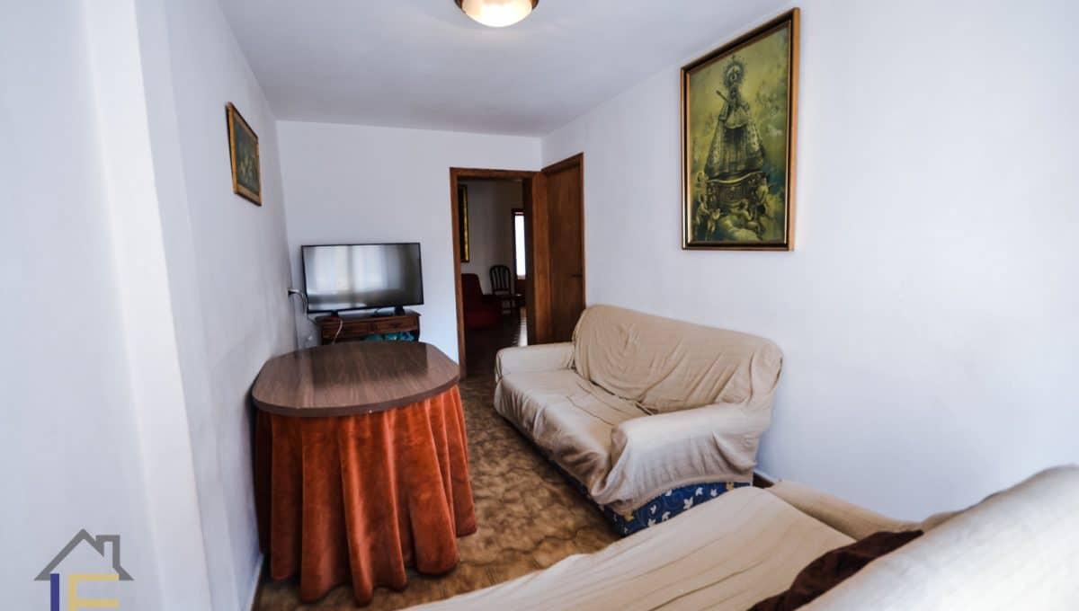 Wohnzimmer mit Sofas und Fernseher in Felanitx