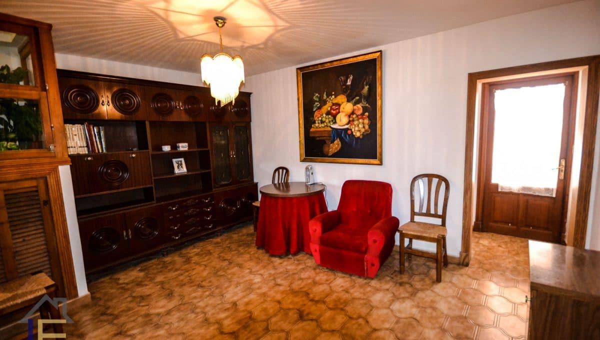 geräumige Eingangshalle mit mallorquinischen Möbeln