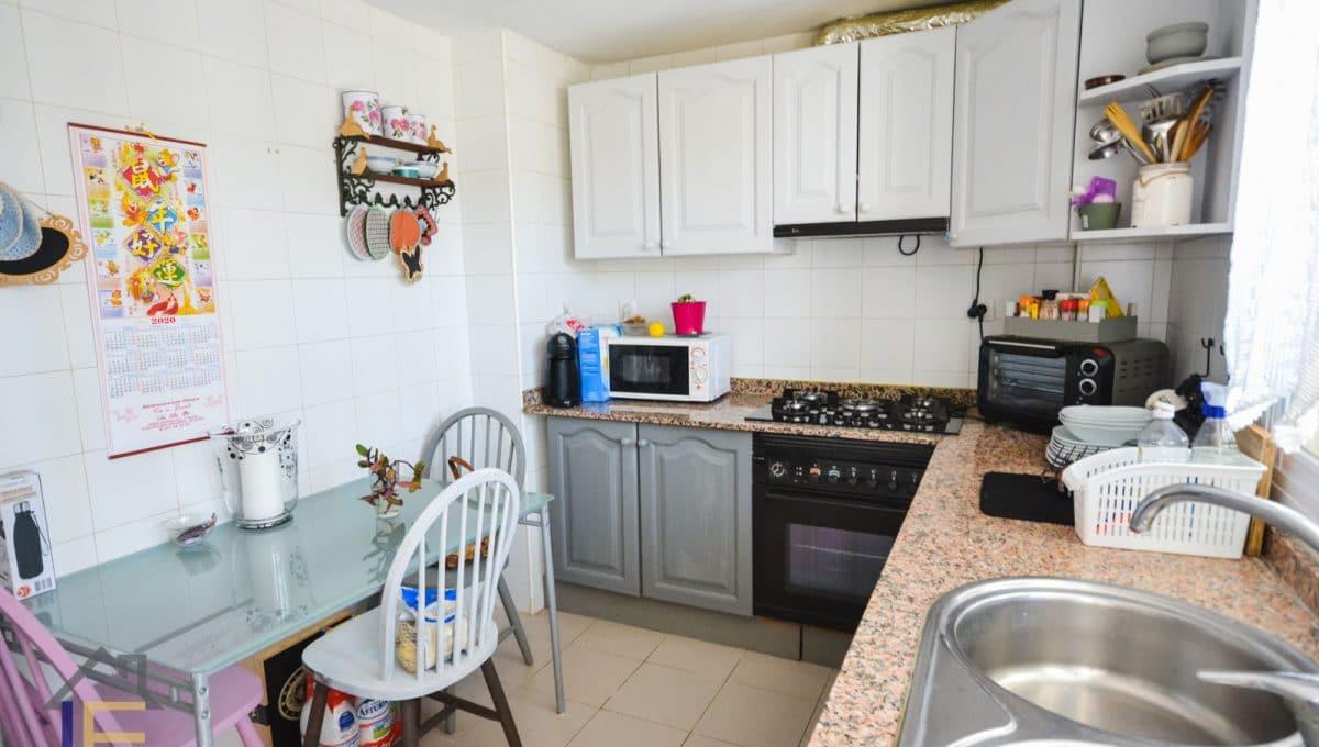 komfortable küche in einer wohnung in felanitx