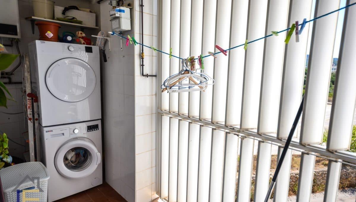 Wäsche mit Waschmaschine und Trockner