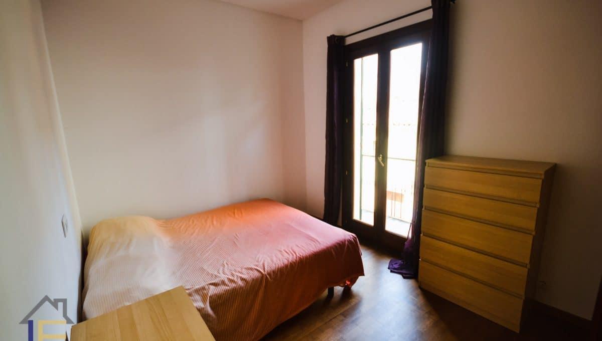 Zimmer mit Doppelbett und Balkon im Zentrum von Manacor