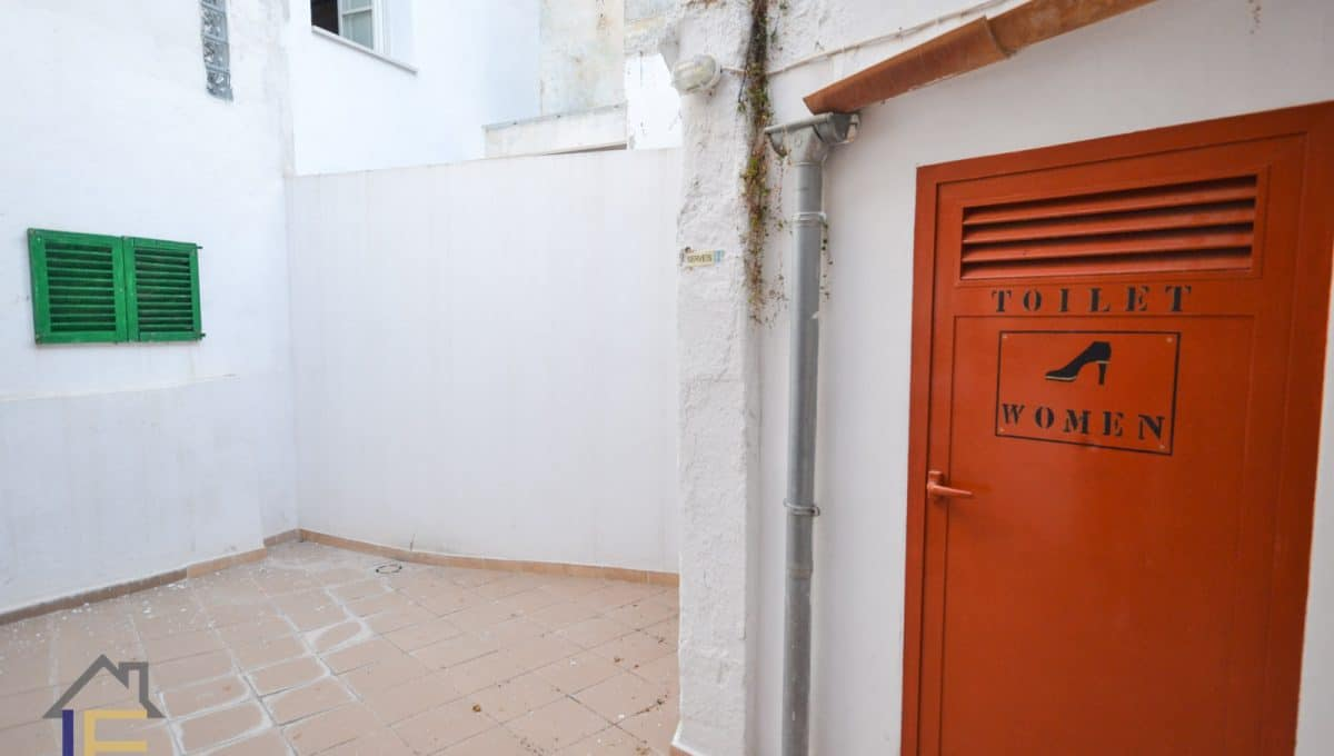 Innerterrasse in felanitx mit Frauenbad