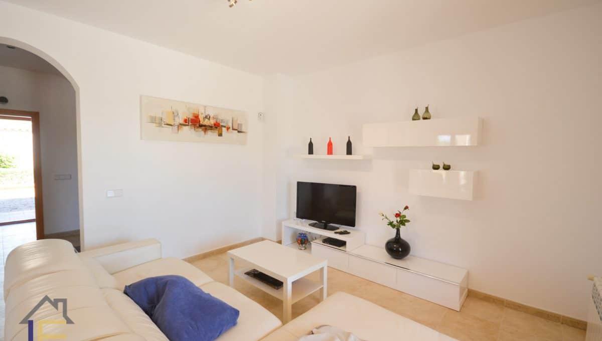 Breite wohnzimmer mit ledder sofa in calas de mallorca