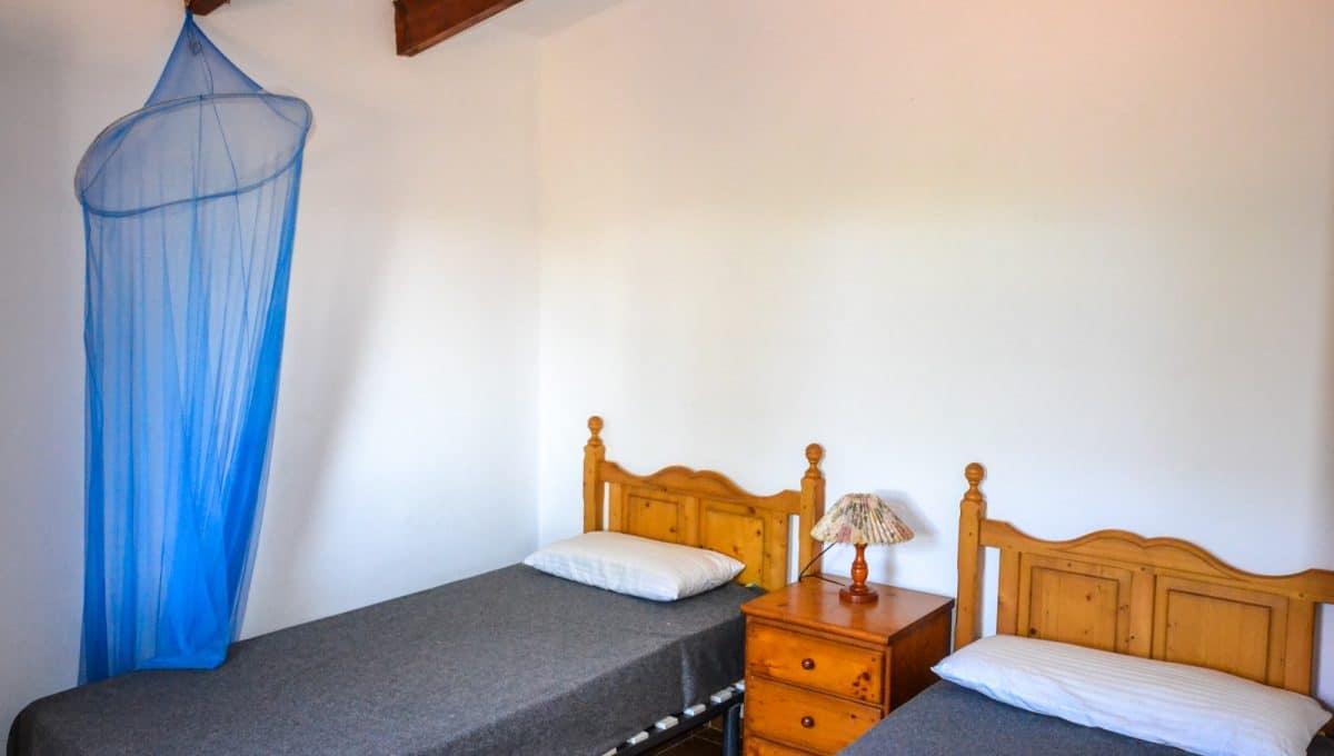 Doppelte Schlafzimmer mit zwei Bette in Cala Murada