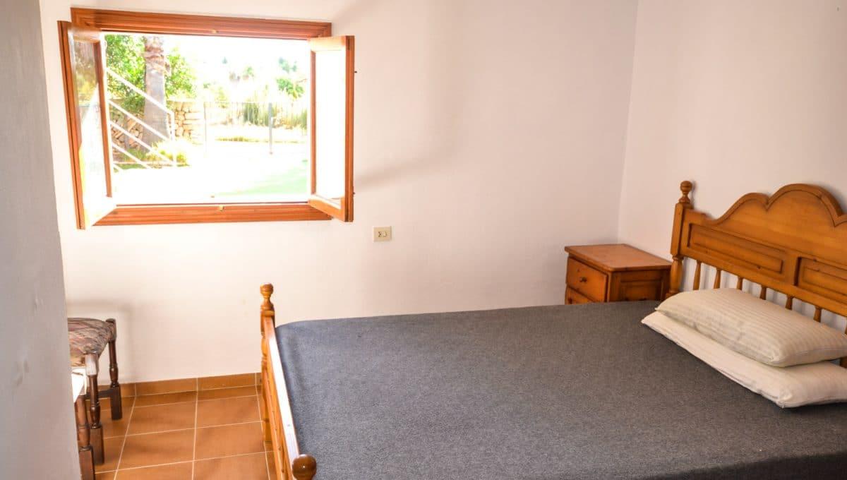 Schlafzimmer mit doppelbett in Cala Mu rada