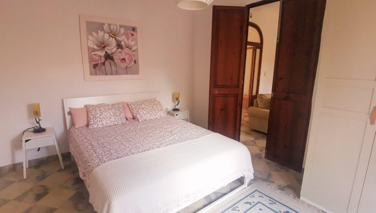 Renovierte Schlafzimmer mit gemütliche Möbel in Porreres
