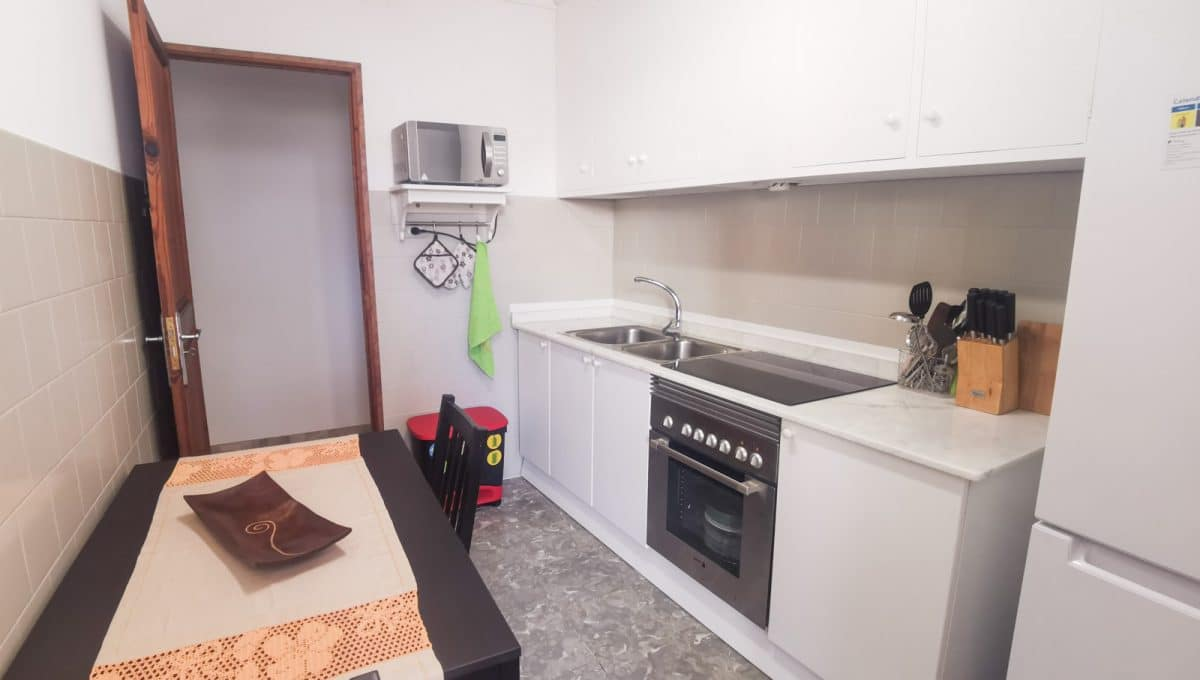 voll ausgestattete moderne Küche