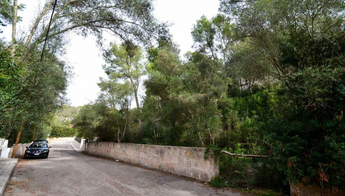 abfallendes Land zum Bau in Cala llombards