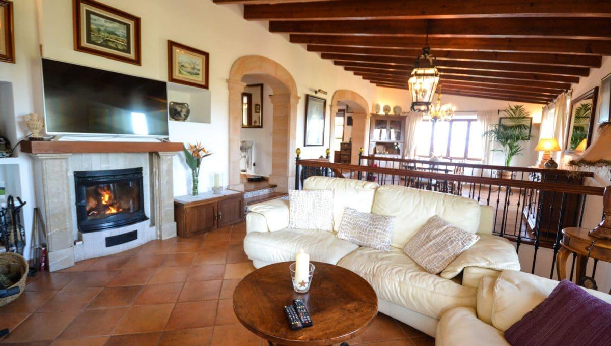 Luxus Wohnzimmer mit Kamin un Leddersofas