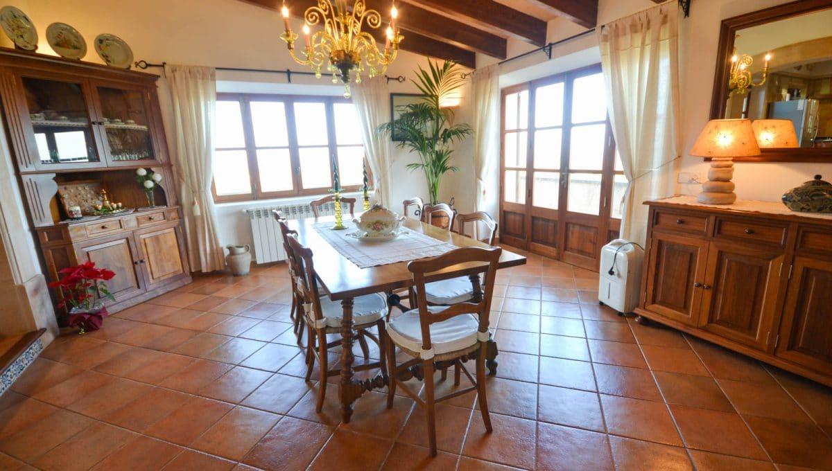 Eszzimmer mit breite Tisch in Cas Concos