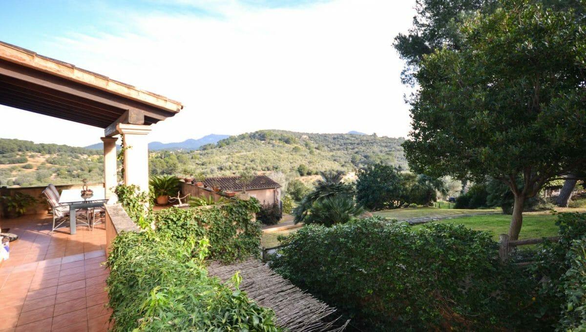 Terrasse mit weitblick auf die Bergen