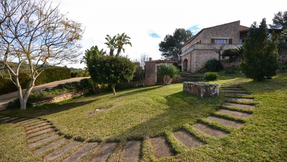 Blick auf das Haus und von dem Luxus Garten