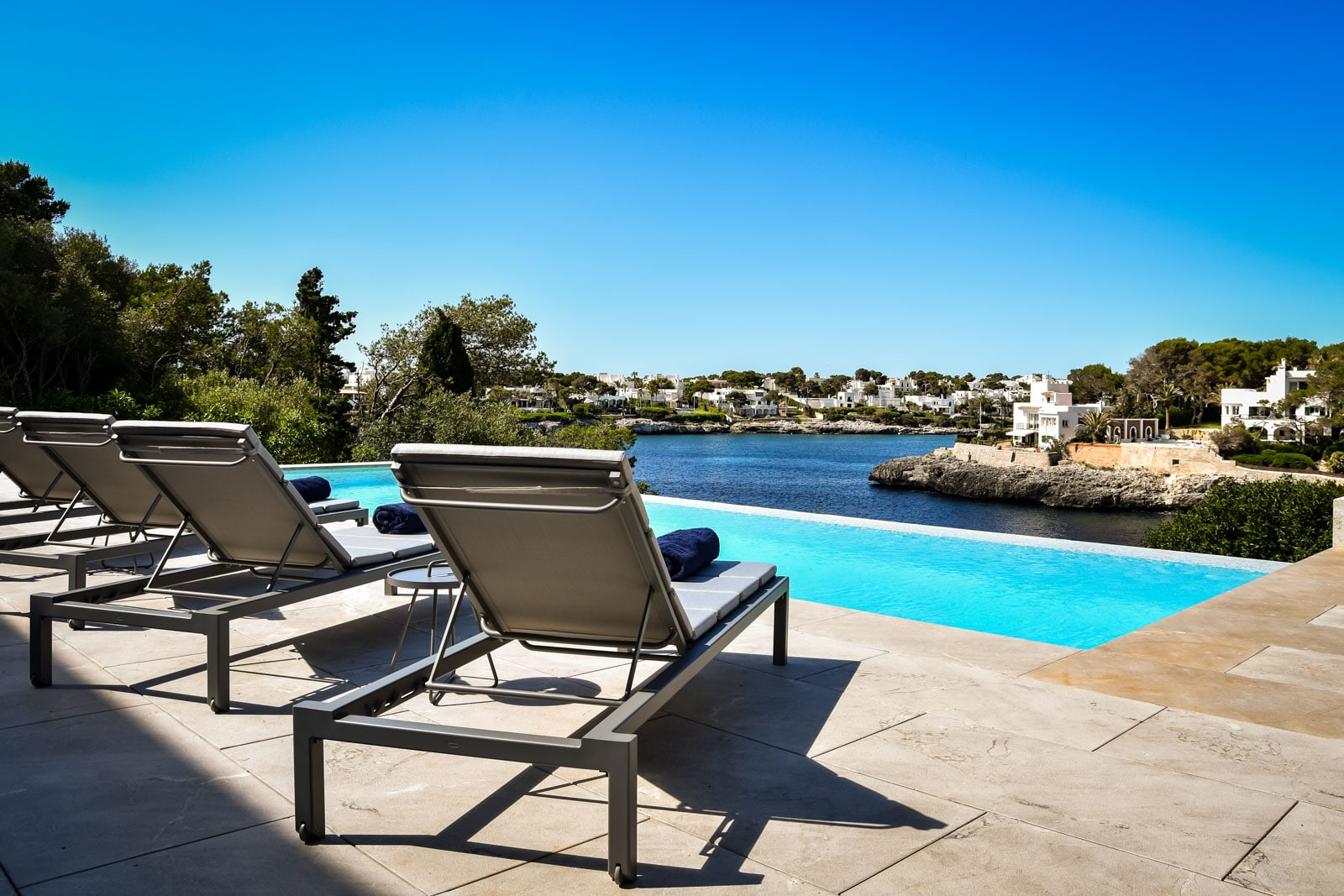Luxury villa in first sea line with infinity pool in Cala d'Or