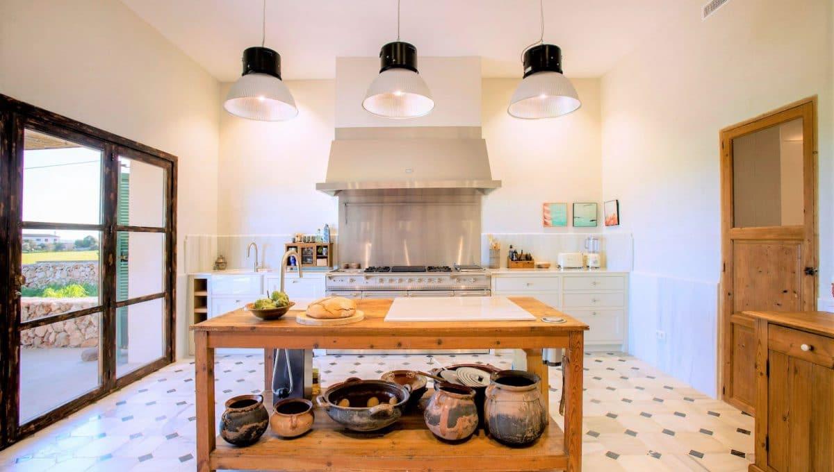 Amerikanische Küche in einem rustikalen Haus in Campos