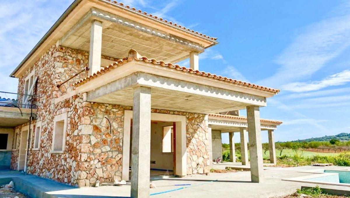 Rustikales Haus mit Steinmauern