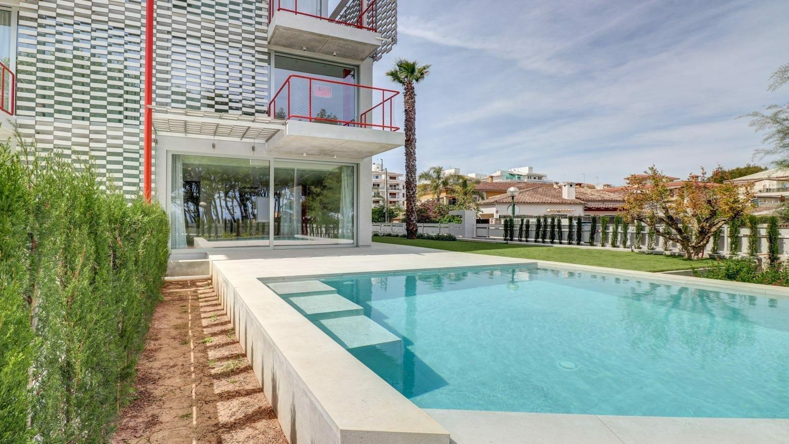 Moderne Luxus Doppelhaushälfte mit Swimmingpool in Alcudia