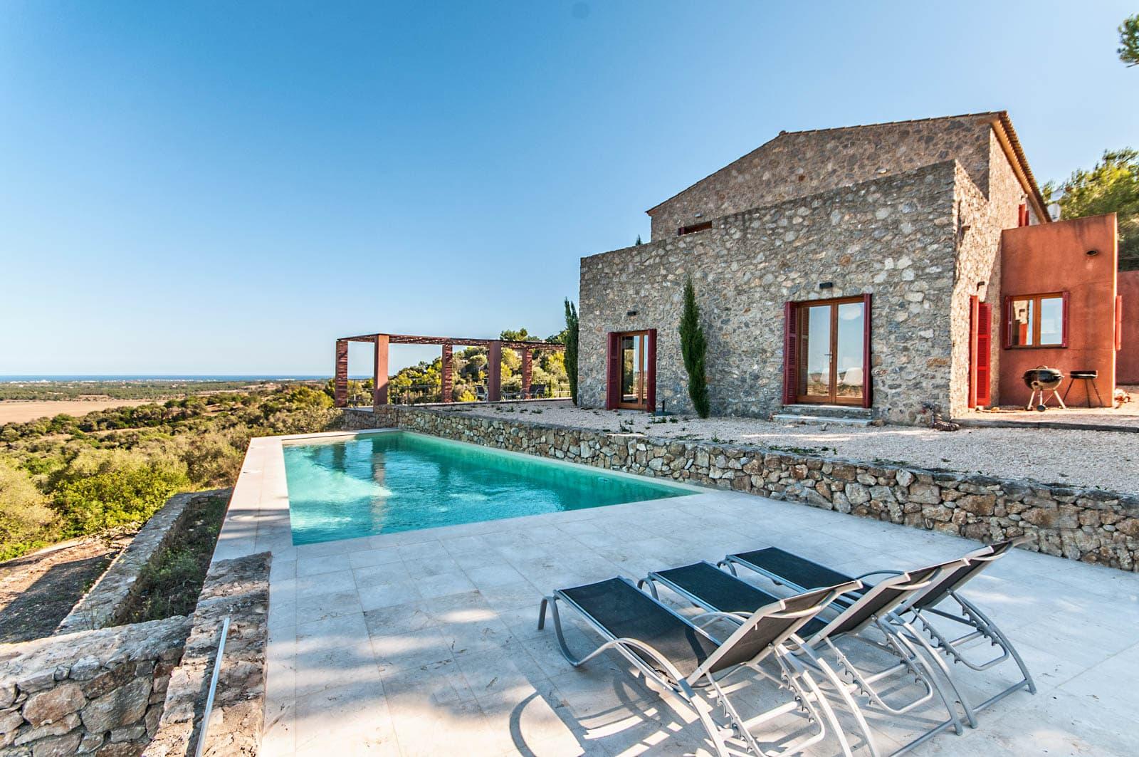 Finca de piedra natural con piscina y vistas en Son Carrió